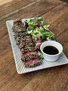 tataki de atún con sésamo y salsa de soja
